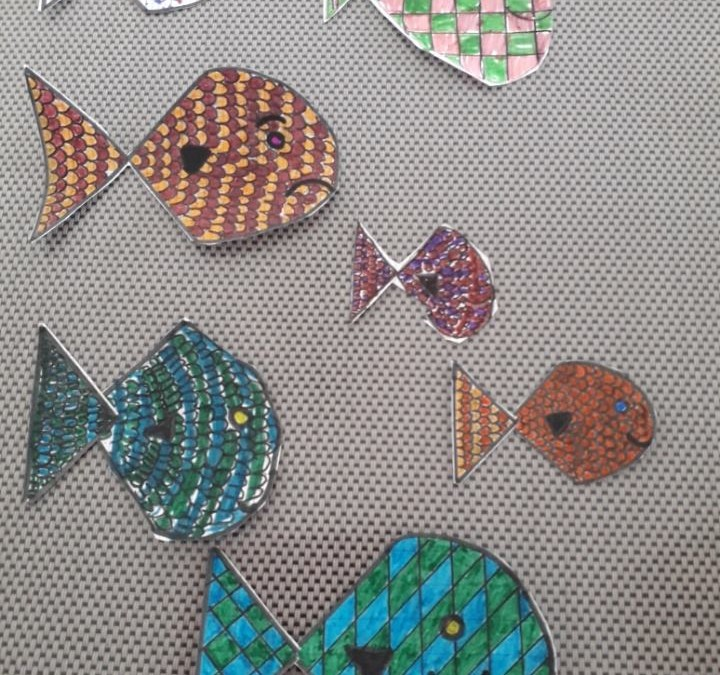 Les petits poissons dans l'eau nagent, nagent, nagent…